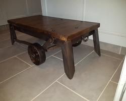 table basse à partir d'un chariot a moteur des années 20
