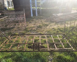 Metal child's bed end of the 19th century ideal for making a small garden sofa