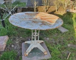 Ancien guéridon métallique de jardin