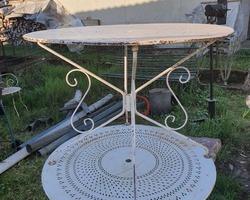 Ancienne table ronde de jardin en métal