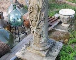 Colonne en pierre 19ème richement sculptée
