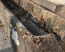 Exceptionnel bassin de lavoir en calcaire 18ème