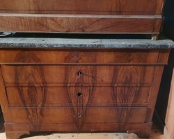 Restoration period chest of drawers in walnut