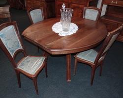 Art deco dining room in blond mahogany
