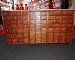Comptoir de pharmacie des années 20