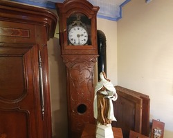 Lorraine parquet clock   in oak from the early 19th century richly carved