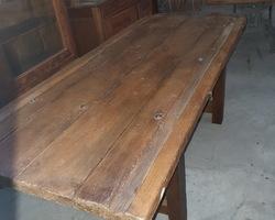 Table à fromage servant pour les meules de comté