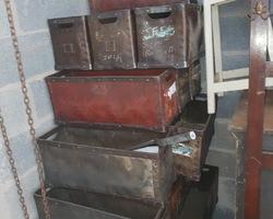 Anciennes caisses de filature du début du 20ème