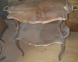 Tea table with 2 walnut trays from the early 1900s