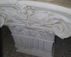 2 Chapiteaux de colonnes grecs des années 50