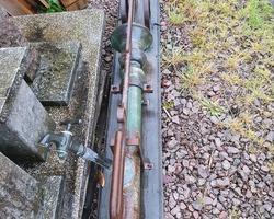 Pompe à eau mural en fonte et cuivre du 19ème