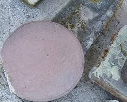 Socle de statue rond en grès rose 19ème
