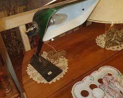 Lampe de bureau piétement fonte et abat jour en opaline début 1900