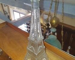 Bouteille en verre de la forme de la tour eiffel