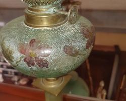 Lampe à pétrole avec réservoir en verre émaillé