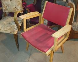 1 fauteuil de bureau des années 50 en skaï rouge