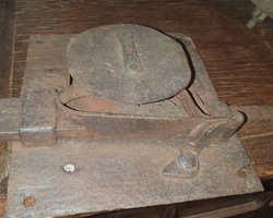 Tres grosse serrure squelette 18ème de porte voutée
