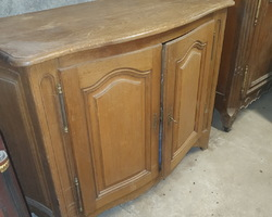 Alsatian hunting sideboard curved on the front and on the sides from the early 19th century in oak