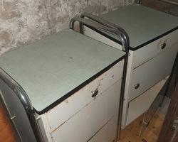 2 chevets d'hopitaux en métal des années 60