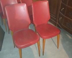 Série de 6 chaises des années 50 en skaï rouge