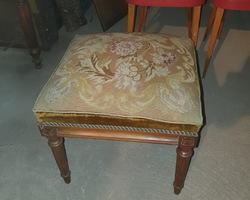 tabouret napoléon III en noyer dessus tapisserie au petit point
