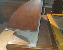 Curved corner shelf from the end of the 19th century  in fir