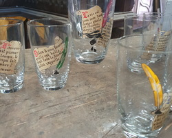 Vannes le Chatel orangeade service with humorous messages on the glasses and the carafe