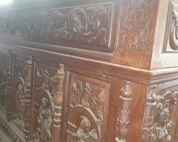 Comptoir Henry II richement sculpté