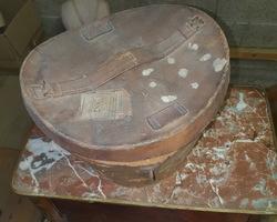 ancienne boite à chapeau en cuir