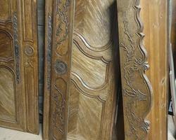 Armoire lorraine 19ème en chêne richement sculptée