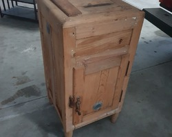 refrigerator cabinet  from the early 1900s  good condition