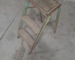 3 green folding steps