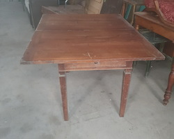 "Rectangular table ""say porte feuille"" in walnut"