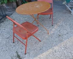 Guéridon et ses deux chaises
