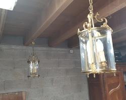 Paire de lustres lanterne en bronze et verre des années 50