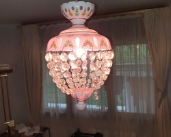 Balloon shaped chandelier in glass and multilayer opaline pendants