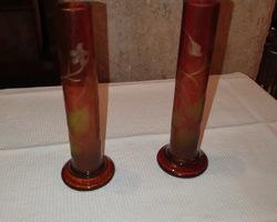 paire de vase rouge gravés a l'acide