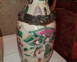 Pretty pair of 19th century Chinese vases