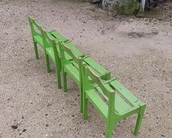 4 chaises vertes anciennes pour tous petits