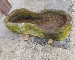 Sarcophage d'enfant en grés trés ancien