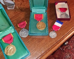 Lot de médailles militaires et civiles