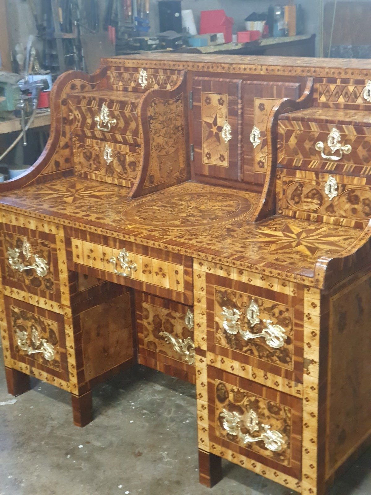 RESTORATION OF A PAGEANTRY FURNITURE BY ANTIQUAIRE SEBASTIEN NAPOLI