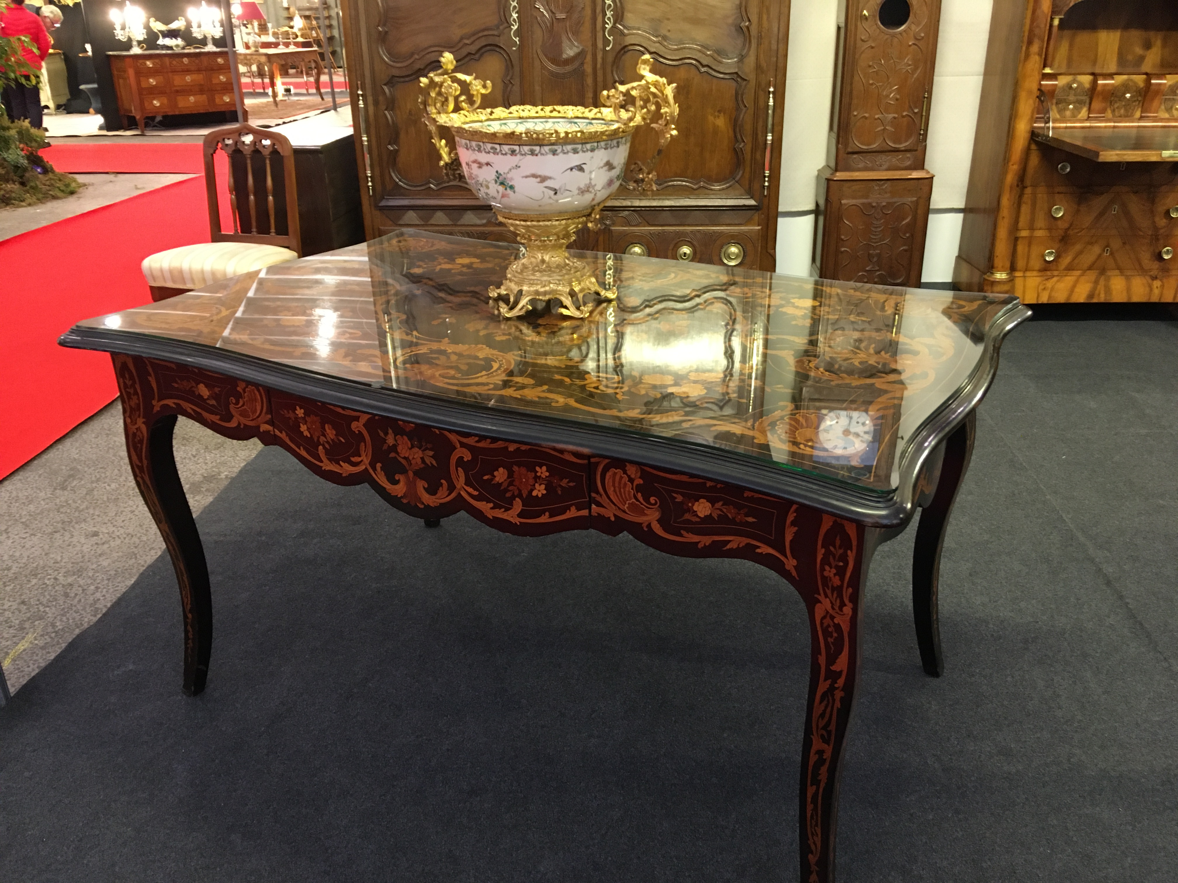 Dating a piece of furniture, your Napoli Antic antique dealer can help you